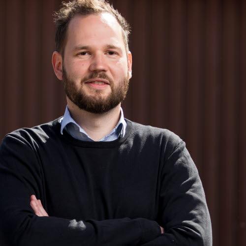 Simon Larsen, comprador