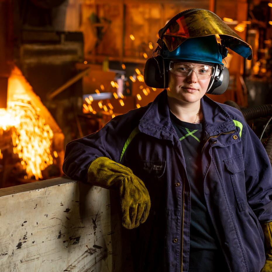 ジョアンナ・フィッシャー、製鋼工程職員